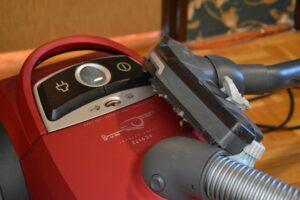 cleaning robot aspirateur 300x200 - Comment utiliser un aspirateur robot dans une maison connectée?